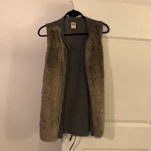 Sleeveless Sweater Vest with Faux Fur